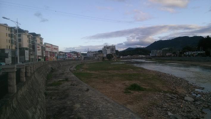 迷人的衙前河 美丽的天堂镇(岳西风景)